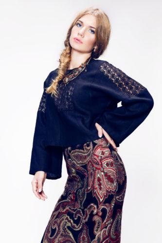 блузка с изящными кружевными вставками