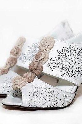 туфли с перфорацией в русском стиле