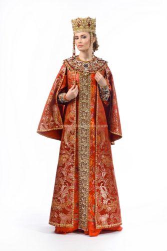традиционный русский костюм Красная Москва: платье, шубка, кокошник с ряснами, оплечье, поручи