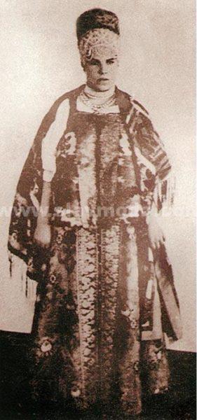 Мезенская крестьянка в нарядном костюме. Начало XX века, Фотоархив ГМО, 4747.