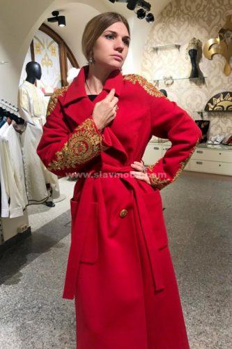 Женское пальто кашемировое с золотым шитьем