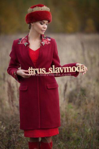 Женское пальто из шерсти с вышивкой