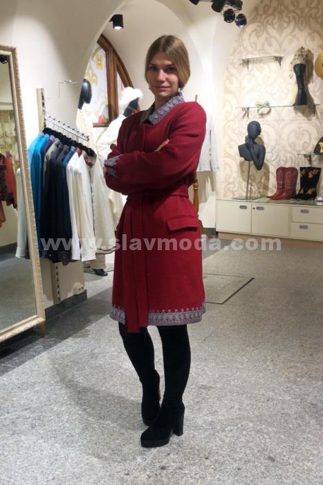 Женское пальто из шерсти с кружевом