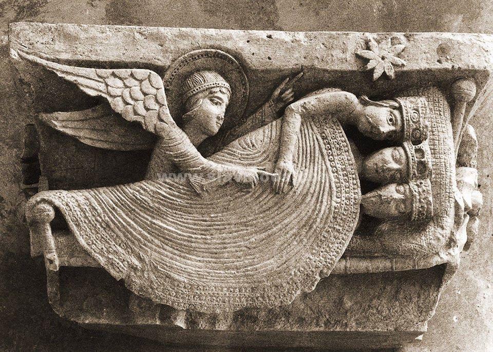 Один из удивительных рельефов собора Сен-Лазар в Отёне